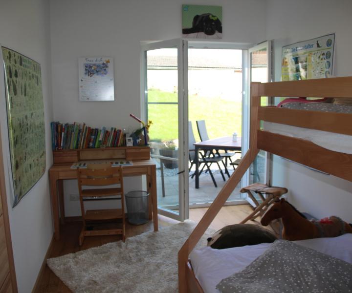 gro e ferienwohnung wie ferienhaus in den ammergauer alpen. Black Bedroom Furniture Sets. Home Design Ideas
